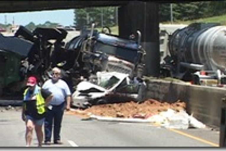 (SEE UPDATED FILE ABOVE)DOUBLE FATAL ACCIDENT HAS FREEWAY CLOSED