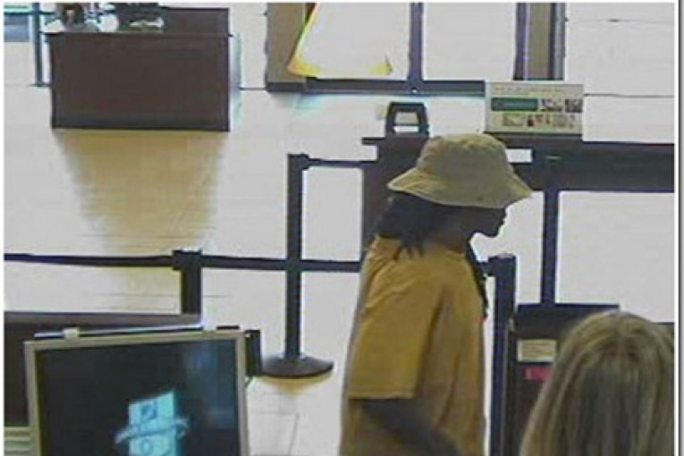 CHASE BANK SENDs  ROBBER AWAY EMPTY HANDED
