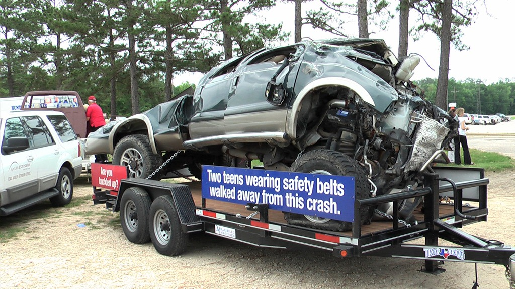 seat belts save lives Seat belts save lives while seat belt use has been increasing and averages 88  percent nationally, there are still groups less likely to wear seat belts: teens,.