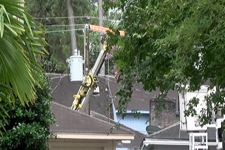 ELECTRICAL WORKER CRITICAL AFTER CONTACTING POWER LINES.