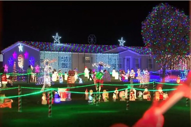 One hundred thousand lights twinkle in Dayton family's Christmas wonderland