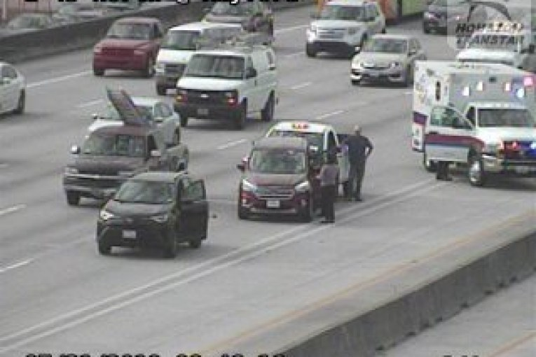I-45 NORTHBOUND CRASH CLOSES LANES