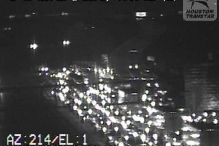 I-45 SOUTHBOUND CLOSED DUE TO CRASH