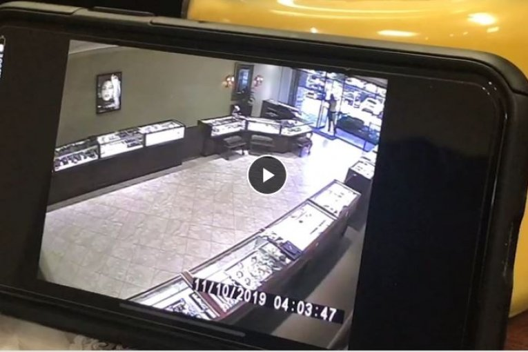 Jewelry store owner shoots suspects after robbery attempt