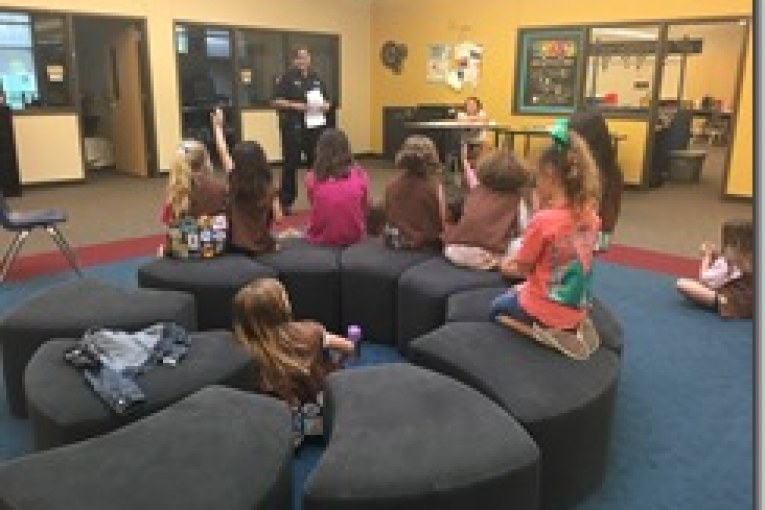 CONSTABLES HELP BROWNIE TROOP 114181 ACHIEVE THEIR SAFETY BADGE