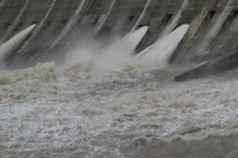 FLOODING CONTINUES ON LAKE TRAVIS-AS DOES BOIL WATER ORDER FOR AUSTIN-VIDEO