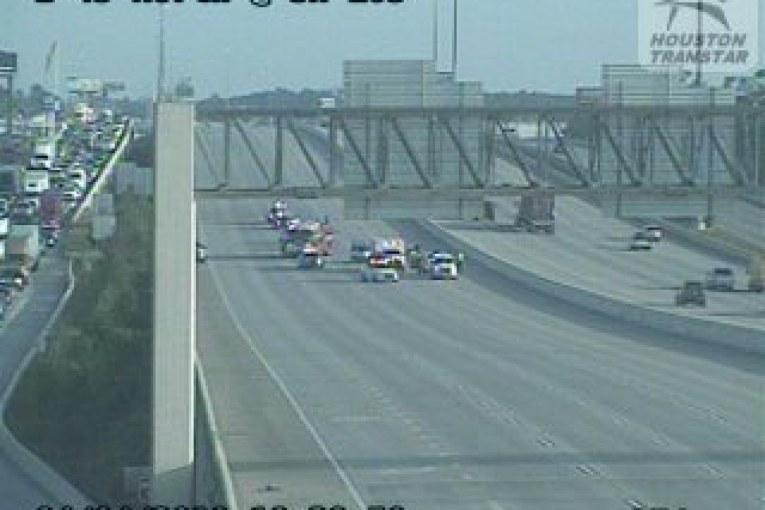 I-45 NORTH CLOSED DUE TO FATAL CRASH