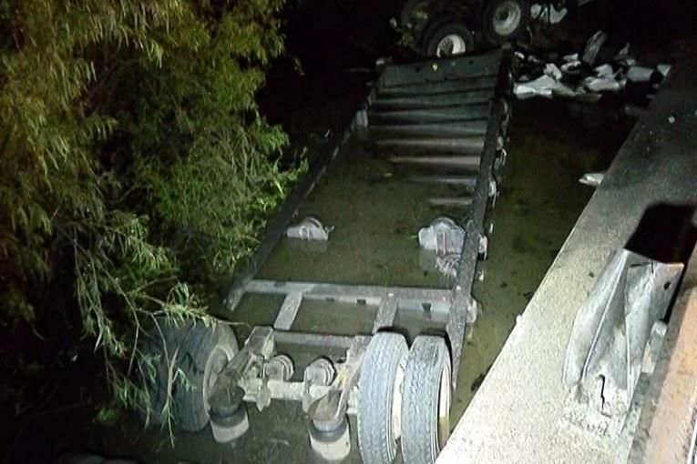 18 WHEELER GOES OFF BRIDGE INTO CREEK BELOW KILLING DRIVER