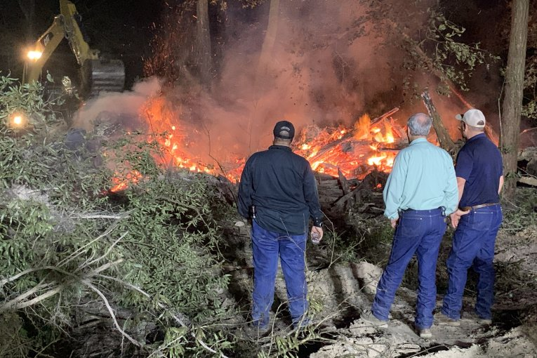COMMISSIONER METTS ASSISTS PORTER FIRE ON A LARGE ILLEGAL BURN