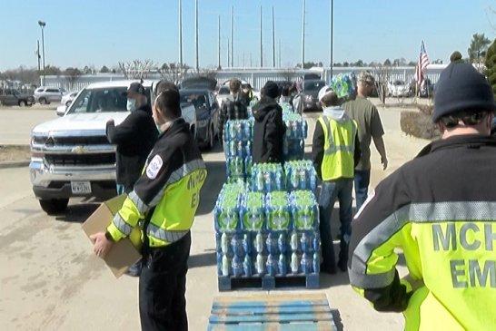 Hundreds Receive Food, Water in Willis
